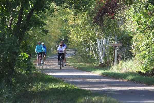 bikers_on_trail_near_clark_lake